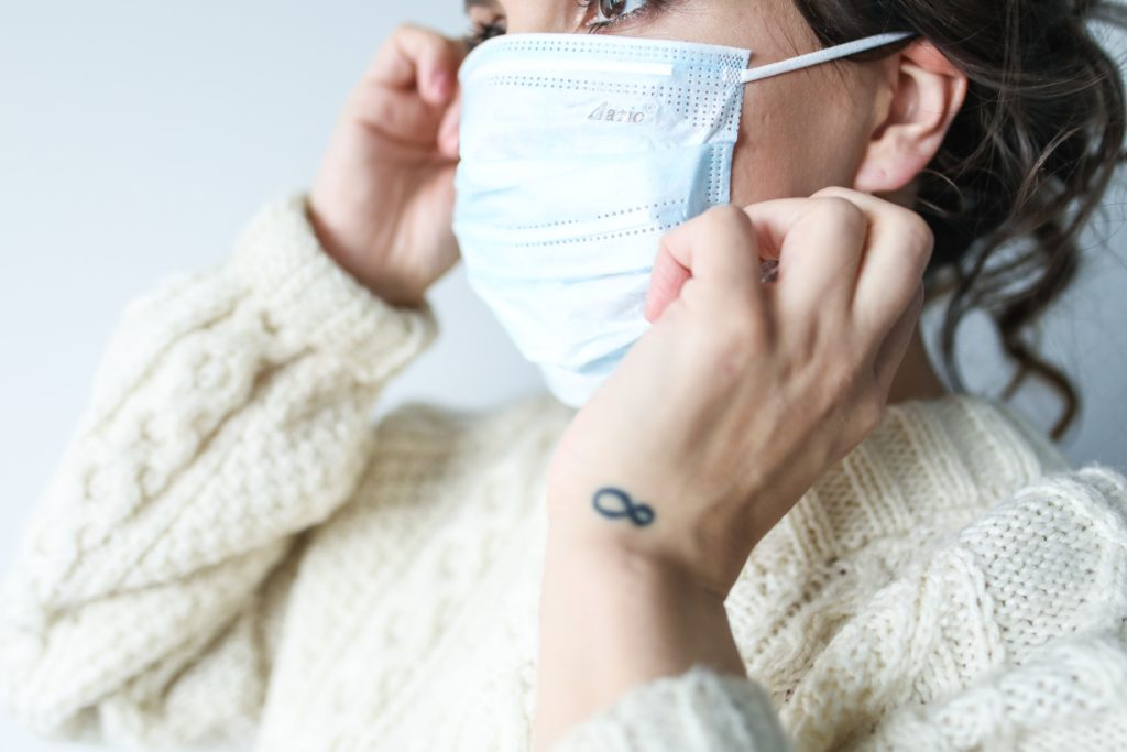 woman wearing face mask to protect from coronavirus
