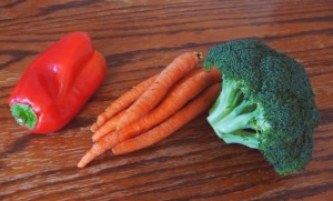 Foods like broccoli, red peppers, and carrots contain multiple vitamins and nutrients that support eye health. Photo: American Ratings Corporation (2015)